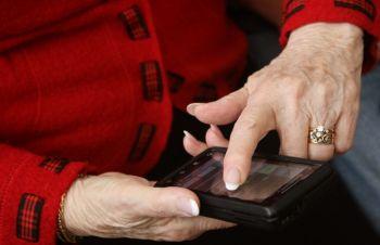 Приложения помогут справиться с деменцией