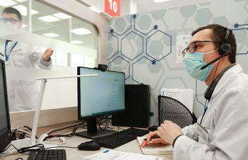Врачи Центра телемедицины помогают пациентам, больным коронавирусом