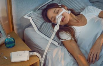 Устройство ResMed AirMini поможет людям, страдающим от апноэ сна и храпа